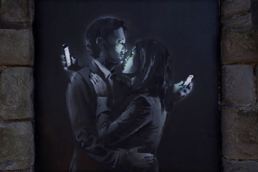 Banksy-Mobile-Lovers